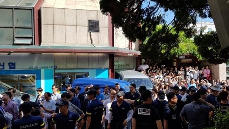 서울 성락교회 교인간 충돌, 수십여명 다쳐